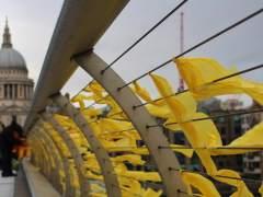 Tiñen de amarillo puntos de Londres, Berlín o Milán
