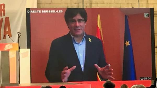 Carles Puigdemont en un acto de JuntsxCat.