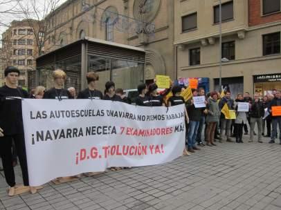 Concentración de la Asociación Provincial de Autoescuelas de Navarra