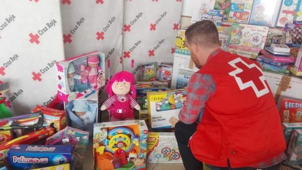 Organiza Juguetes Recursos De Una Familias Recogida Cruz Roja Para Sin OPN0k8wXn