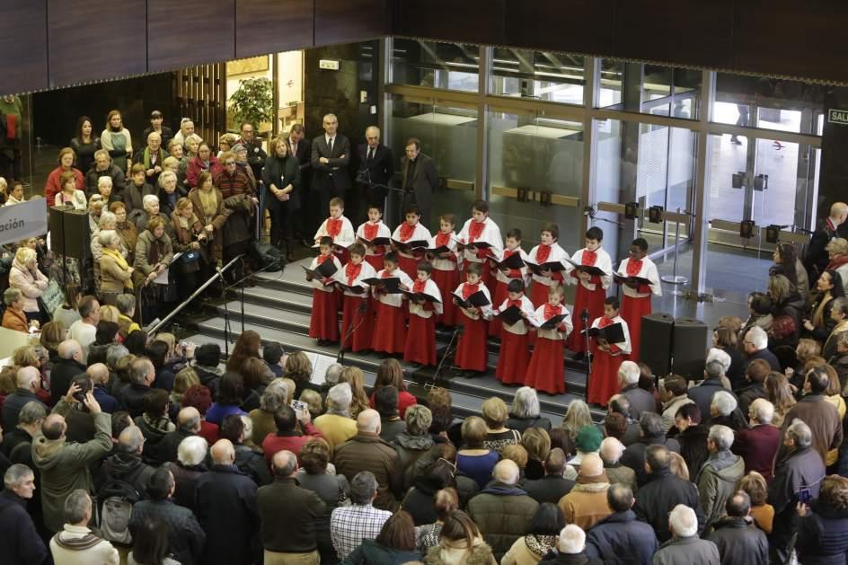 Los infanticos del pilar cantan ante el bel n de la sede for Ibercaja oficinas zaragoza