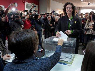 Marta Rovira vota en Vic