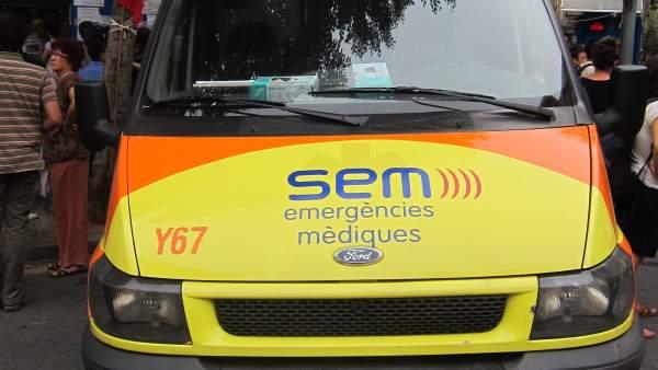 Una de las ambulancias del SEM.