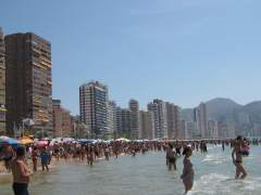 Dos turistas británicos, condenados a pagar 15.000 libras a TUI por fingir una intoxicación en Benidorm