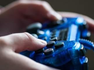 Un chico de 14 años acuchilla a su madre tras quedarse sin internet cuando estaba jugando