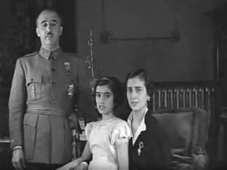 Carmen Franco Polo, junto al dictador y su esposa