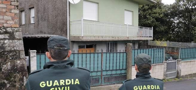 Registran la vivienda del detenido por agresión en Boiro (A Coruña)