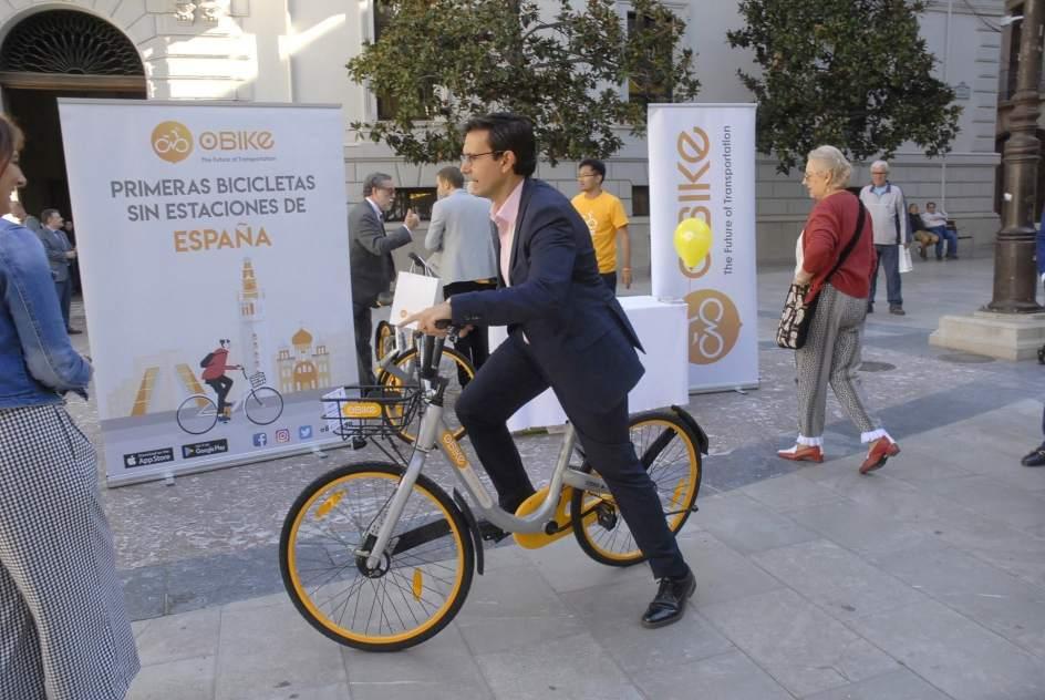 Las empresas de bicicletas de alquiler trasladan al for Busco piso en alquiler en sevilla capital