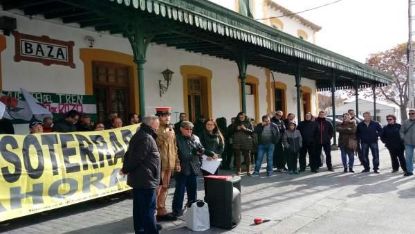 Concentración por el tren en Baza (Granada)