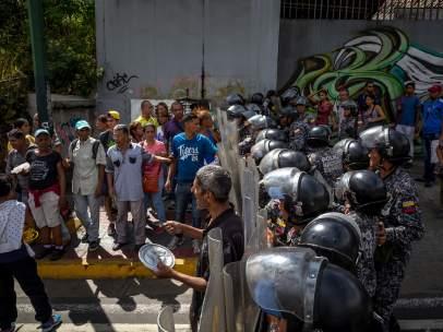 Continúan en Venezuela las protestas por falta de comida y otras carencias