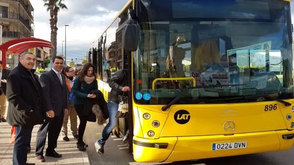 Puesta en servicio de una nueva parada de autobús en Beniel