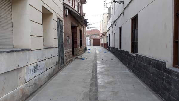 Finalizan las obras de renovación de la calle Llorente en Longares.