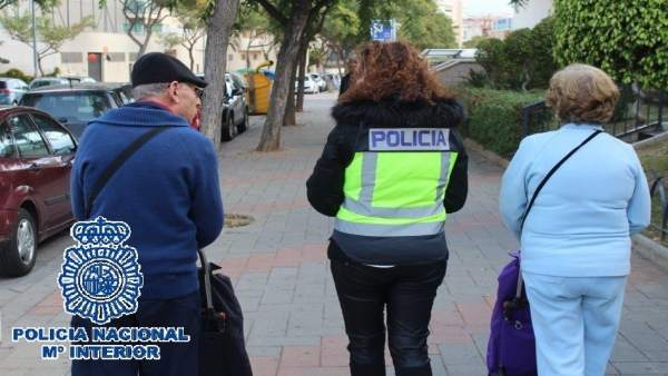 Policía Nacional Nota De Prensa (Hurtan La Pensión A Personas Mayores Tras Segui
