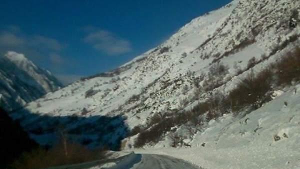Carretera, nieve, frío, temporal, conducción, cadenas, montaña