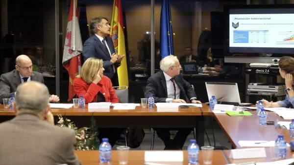 Del Olmo en la reunión de la Sección de Internacionalización