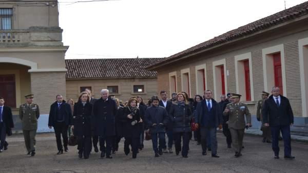 Cospedal ha visitado hoy el Cuartel Sancho Ramírez de Huesca