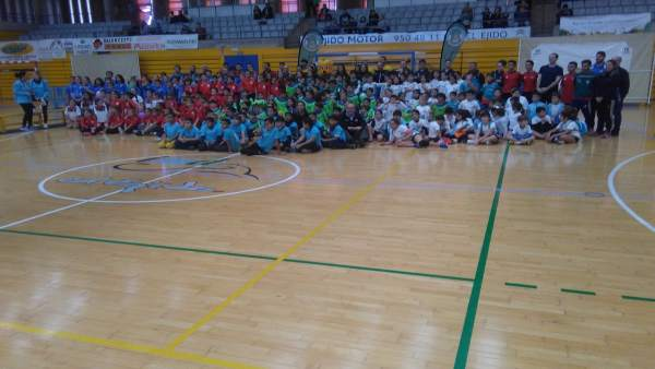 Encuentro de promoción de balonmano organizado por Diputación