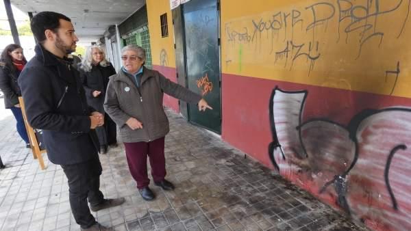 Rojas visita con vecinos en mercado del Tiro de Línea