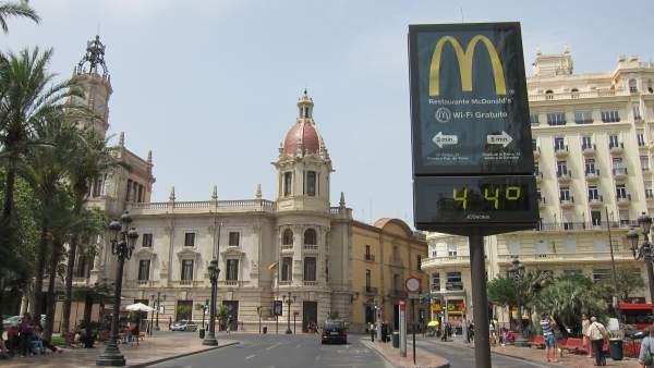 Termómetro con 44 grados en Valencia