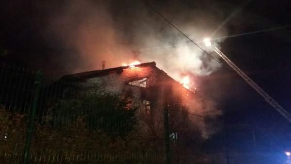 Fallece un hombre en un incendio en Bárcena de Cicero