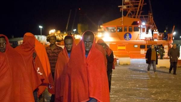 Rescate 55 migrantes