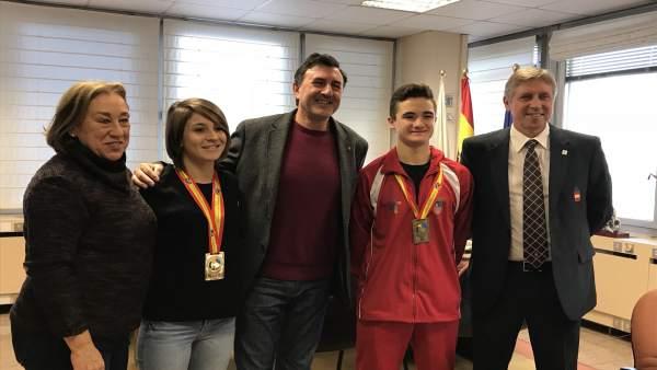 Mañanes recibe a los cántabros medallistas en el mundial