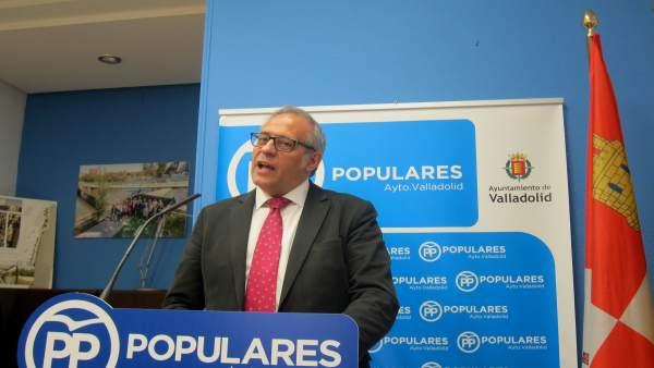 Martínez Bermejo, en rueda de prensa en el Ayuntamiento.