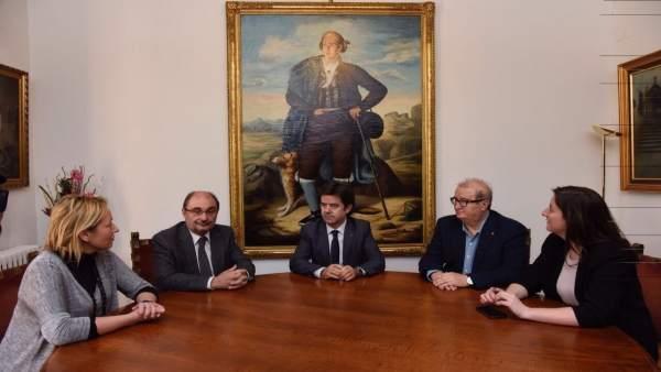Reunión de Javier Lambán con el alcalde de Huesca, Luis Felipe
