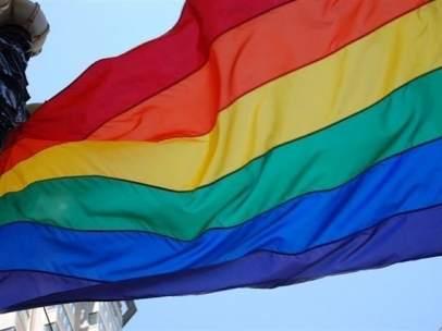 Una bandera LGTBI ondeando.