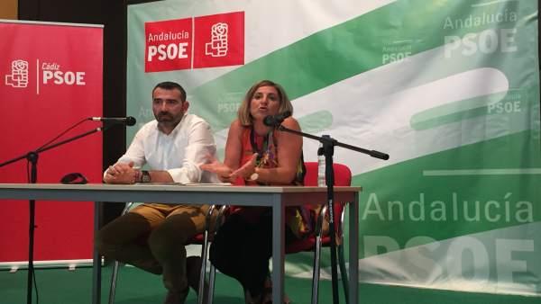 Irene García en un acto con militantes en Alcalá de Gazules