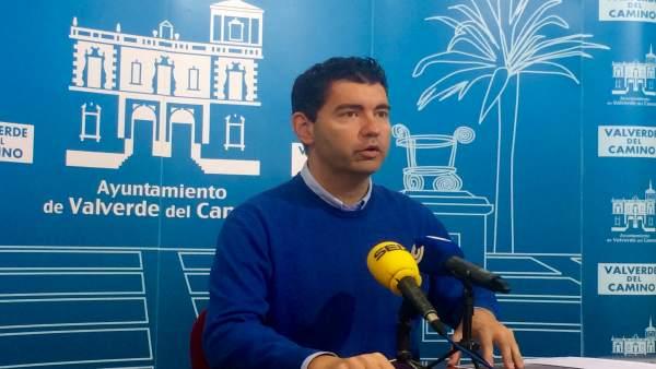 El alcalde de Valverde del Camino, Manuel Cayuela.