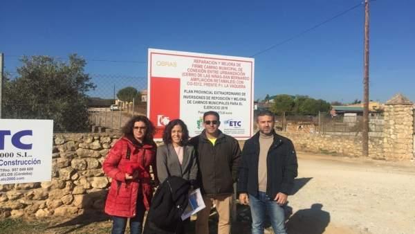 Sánchez (dcha.) en su visita a Hornachuelos