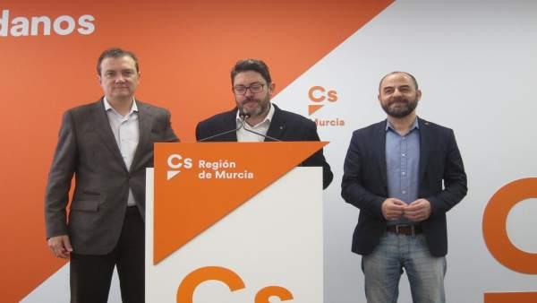 El portavoz regional de Ciudadanos, Miguel Sánchez, en rueda de prensa