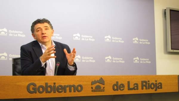 El consejero de Fomento Carlos Cuevas ante medios