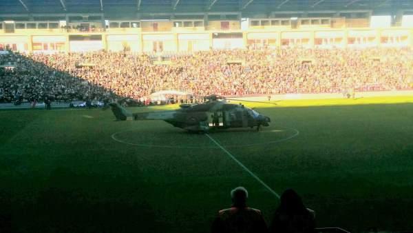 El helicóptero del Bhelma III que trae a los Reyes Magos a Las Gaunas