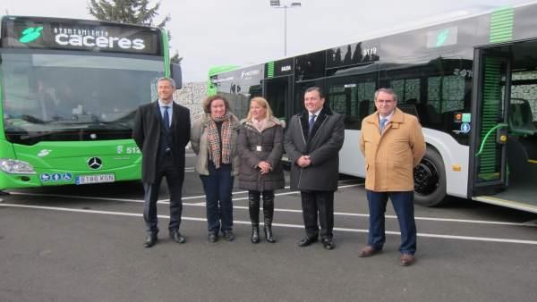 Dos nuevos autobuses para las líneas remodeladas