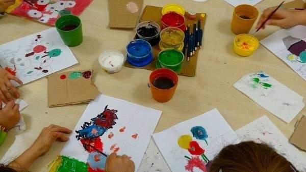 Niños pintando colores cuadros pintar pintura