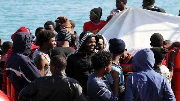 Inmigrantes, patera, rescatados, Málaga, puerto