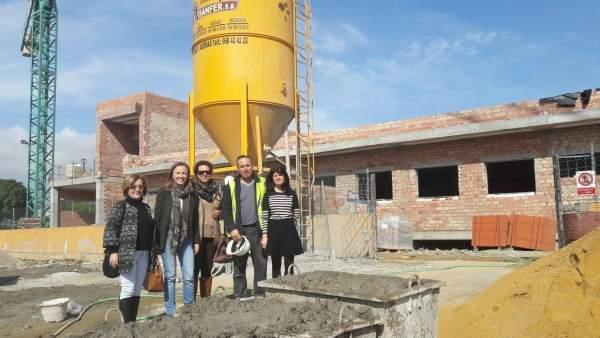 Fernández visita las obras de un centro escolar en Garrucha