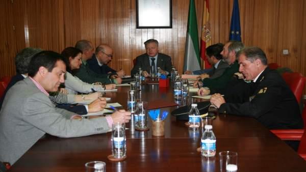 Primo Jurado (centro), preside la reunión