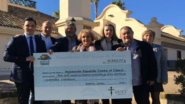 Islantilla Golf Resort entrega recaudación de una gala a la AECC.
