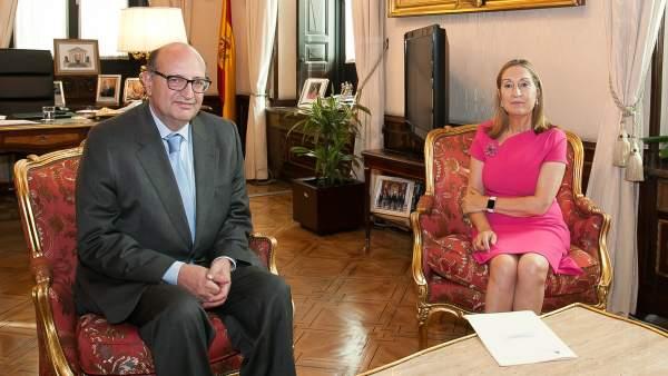 Ramón María Álvarez de Miranda, presidente del TCU, y Ana Pastor, presidenta del Congreso.