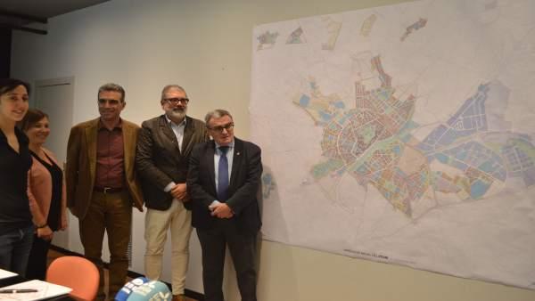 Angel Ros ha presentado el nuevo plan de ordenación urbanística municipal de Lle