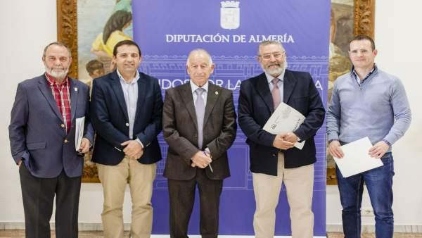 Amat junto a los alcaldes de Armuña, Albox y Purchena