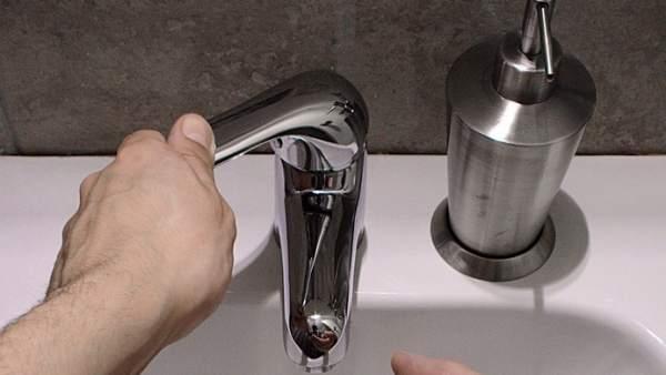 Grifo, agua, lavarse las manos.