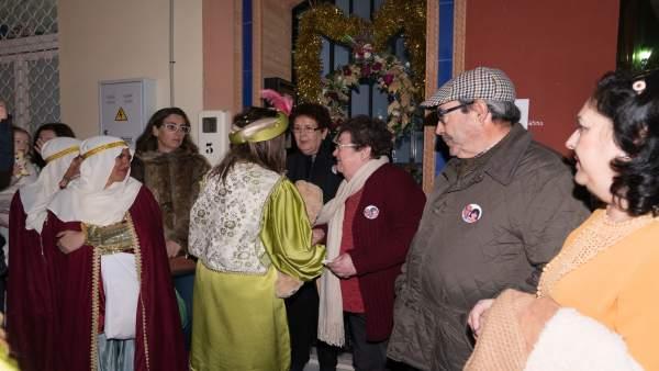 La corte del Rey Baltasar de Almonte rinde homenaje a la pequña María asesinada.