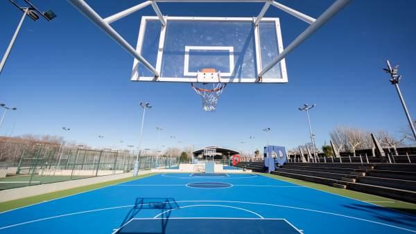 Cancha de baloncesto en un CDM