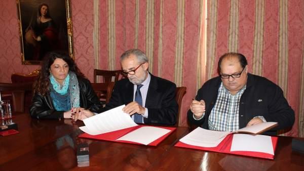 Firma del convenio para favorecer la inclusión de población gitana