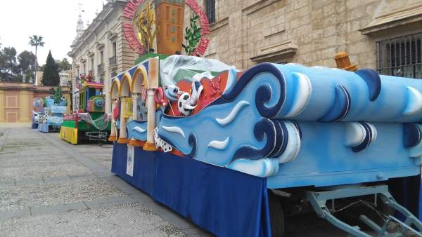 Carrozas de la Cabalgata de Reyes Magos en el Rectorado