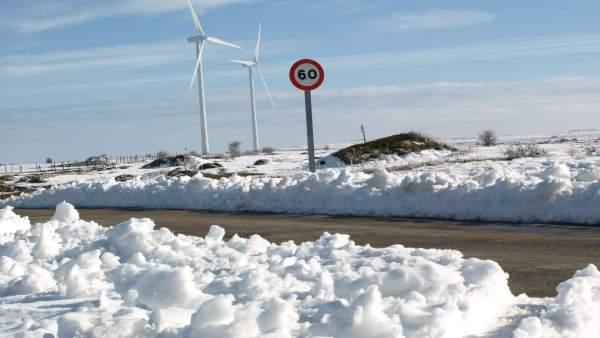 Nieve en carreteras de puertos de Cantabria